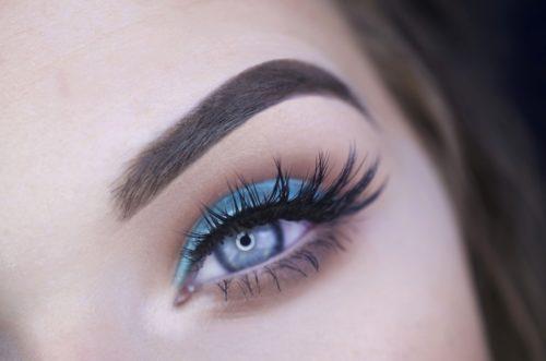 Augenbrauenlifting zum anheben